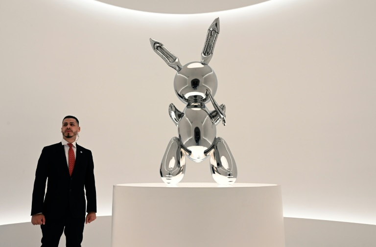 Jeff Koons 'Rabbit' sculpture sets $91.1 million record for a living artist