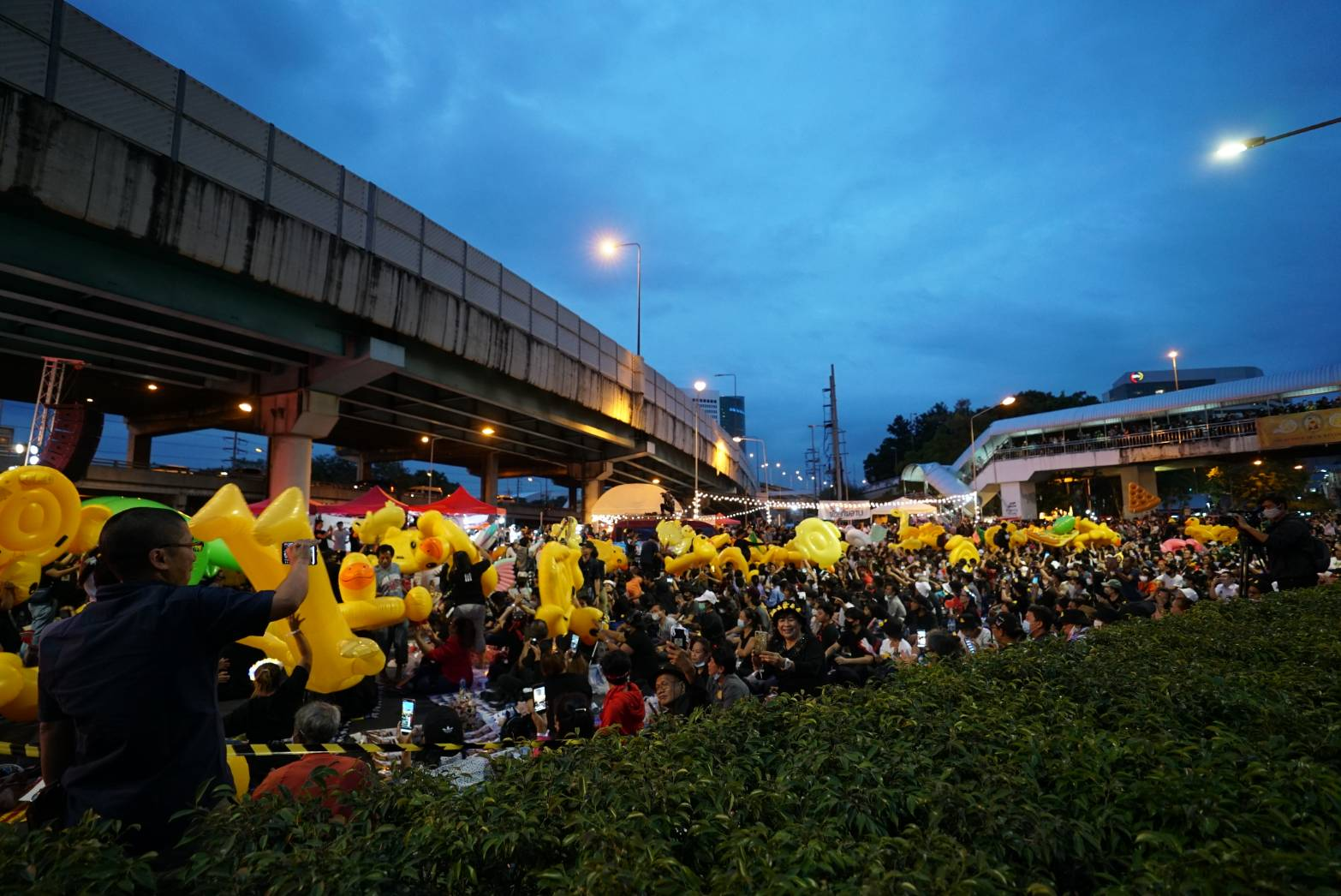 Ladphrao-intersection-mob.jpg