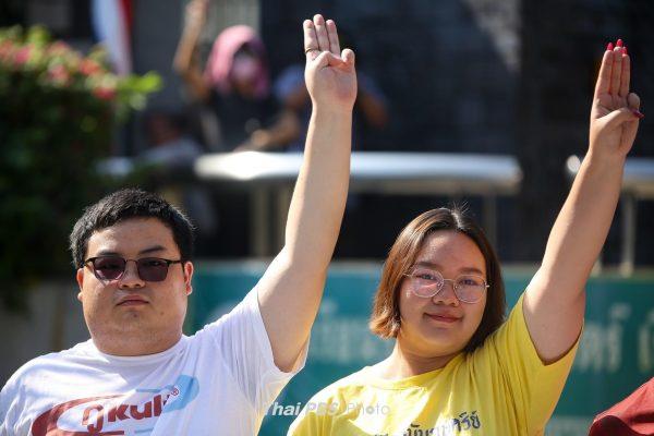 Protest leader disbands all Ratsadon group's volunteer guard units