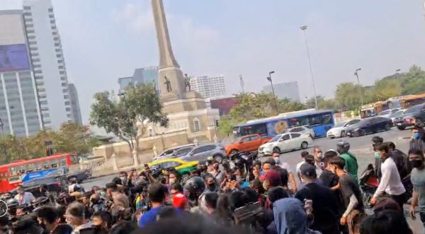 Two arrested at Bangkok's Victory Monument for trying to display an anti-lèse-majesté law banner