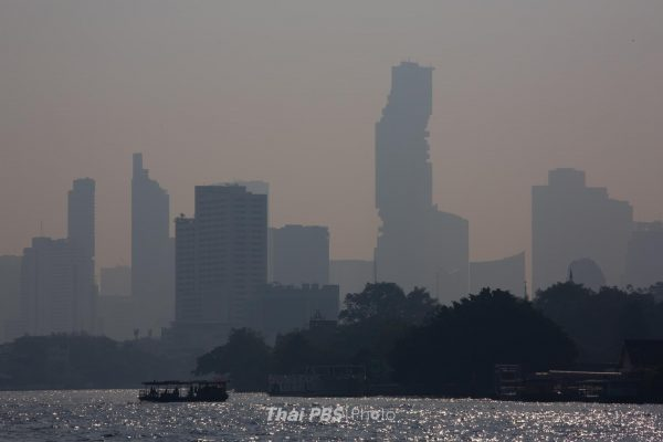Excessive dust covers Bangkok and its suburbs on Friday